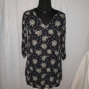 Bongo Large V-neck tunic black floral